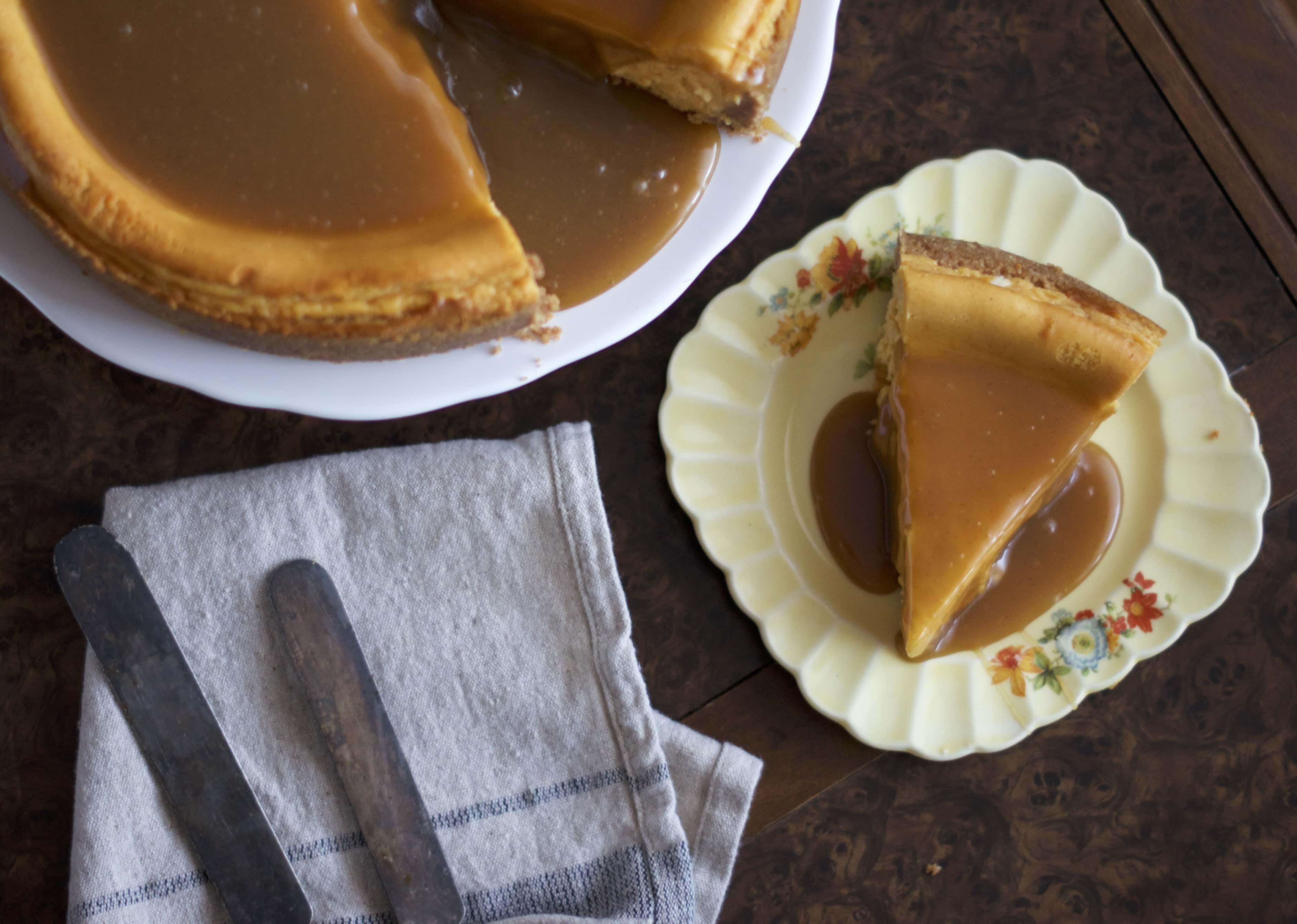butternut squash cheesecake (with a ritz cracker crust!) | www.midwestniceblog.com