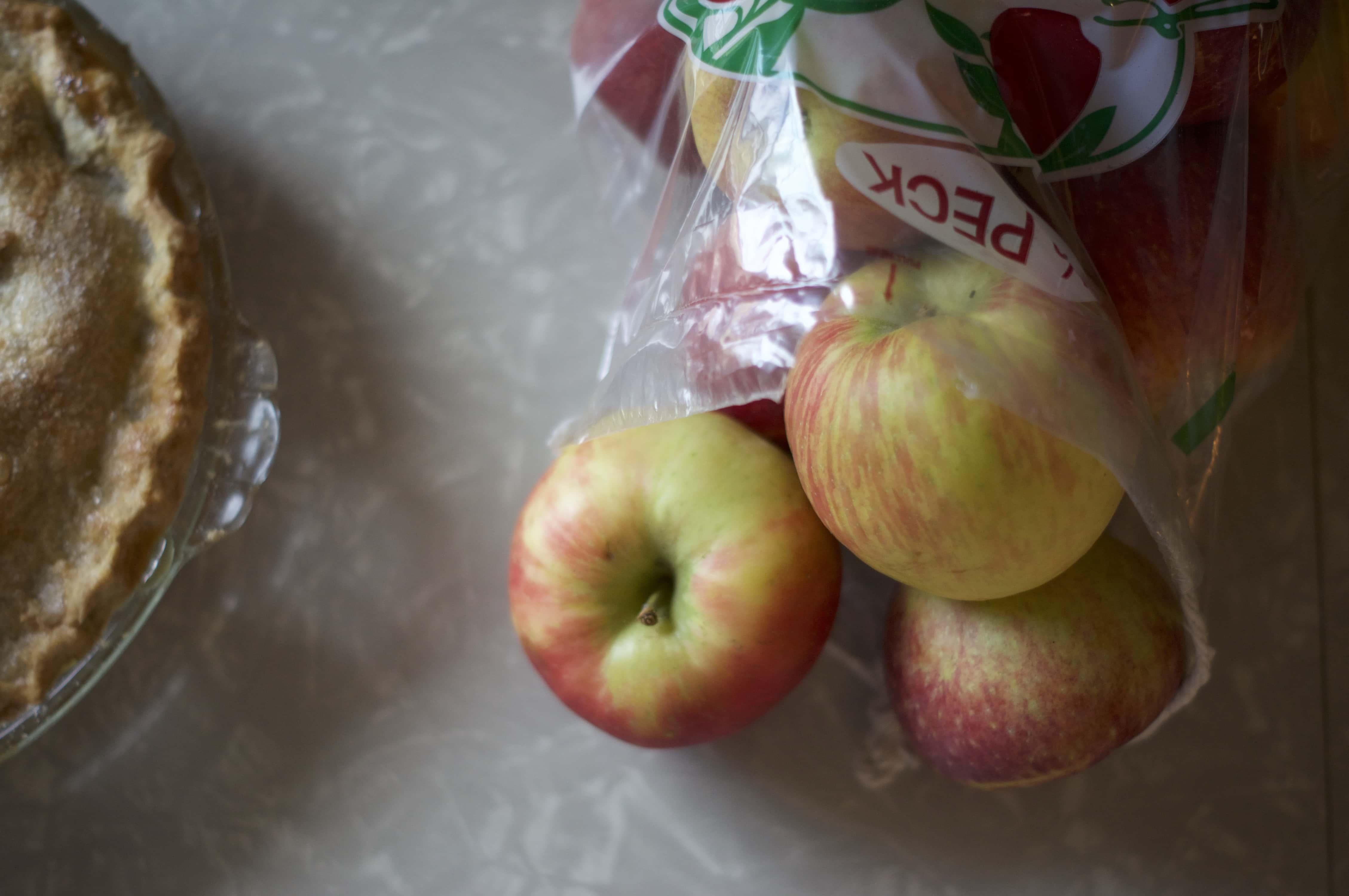 Easy Apple Pie | via Midwest Nice