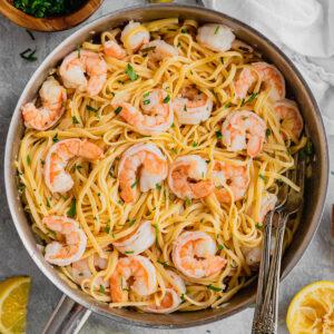 A pan filled with shrimp scampi linguine.